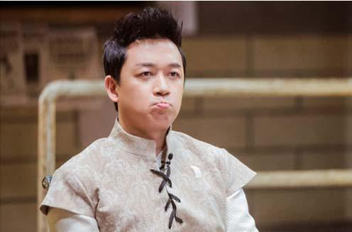 """潘粤明节目中专注打工生涯 """"吃道具狂魔""""再聚首"""