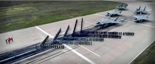 (中国空军歼-20、歼-16飞行员誓为打赢。资料照片)