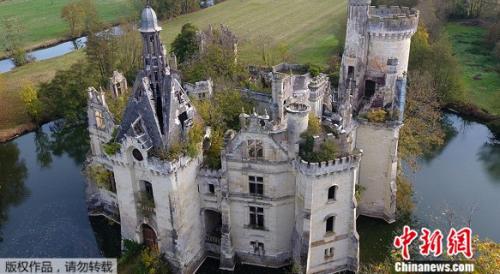 图为Mothe-Chandeniers城堡,坐落于莱斯特鲁瓦穆蒂耶尔市。