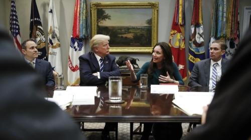 特朗普在会议上(来源:美联社)