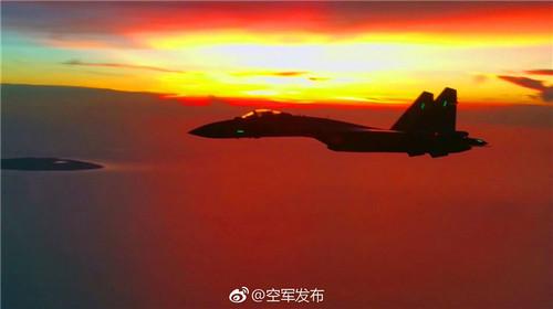 资料图片:空军苏-35战机飞赴南海战斗巡航。(国防部网站)