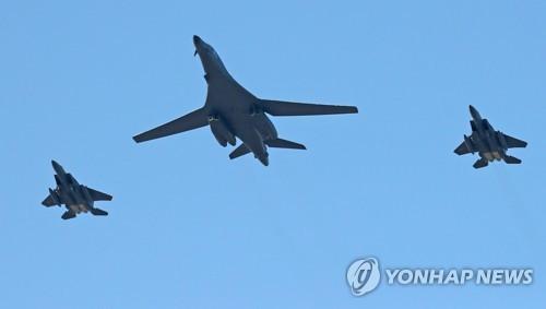 资料图片:B-1B轰炸机(韩联社)