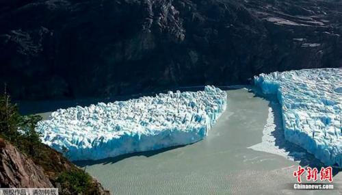"""智利""""格雷冰川""""断裂 专家:疑为全球暖化所致"""