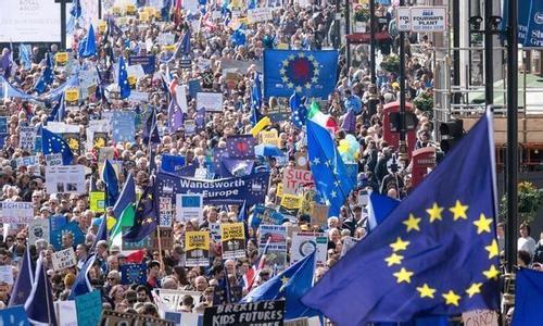 英国民众参加集会游行,反对脱欧。(图片来源:东方IC)