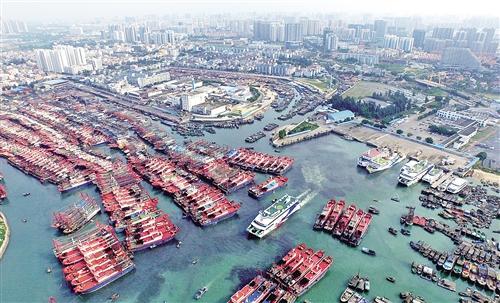 广西北海市侨港镇电建渔港和北海国际客运港。 新华社记者 黄孝邦摄