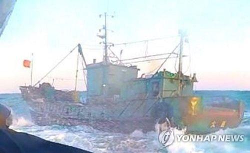 被扣押的中国渔船(韩联社图)