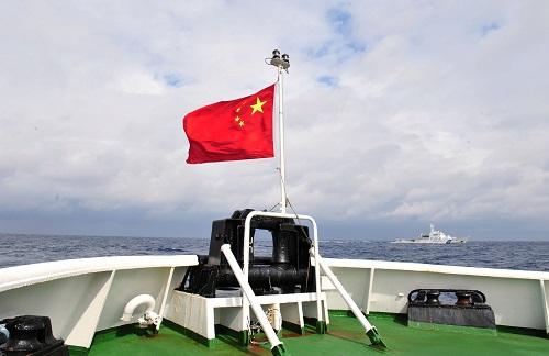 资料图片:2013年2月14日,中国海监船编队坚守在钓鱼岛海域进行常态化巡航。新华社记者 张建松 摄