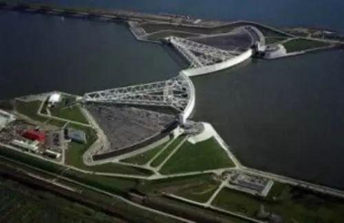 荷兰新填海造陆使海岸线向海面延伸了3.5公里