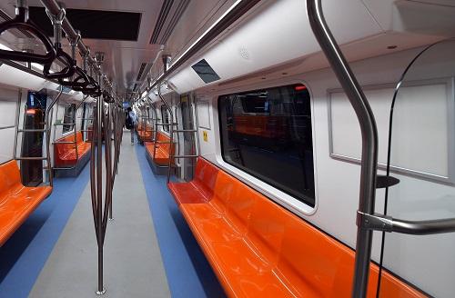 资料图:2017年12月25日,连接印度首都新德里和卫星城诺伊达之间的洋红色地铁线建成通车。新华社记者张迺杰摄