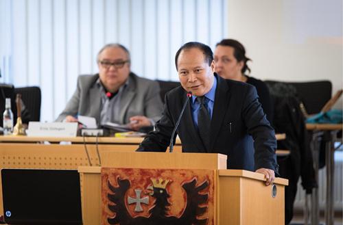 杨明先生在德国黑森州议会发言。