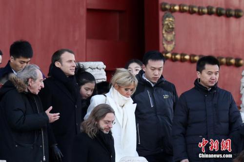 资料图:2018年1月9日上午,正在中国进行国事访问的法国总统马克龙偕夫人布丽吉特一同在北京参观故宫。 中新社记者 卞正锋 摄