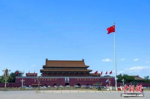 资料图:2017年5月14日,北京迎来蓝天白云晴朗天气。 中新社记者 侯宇 摄
