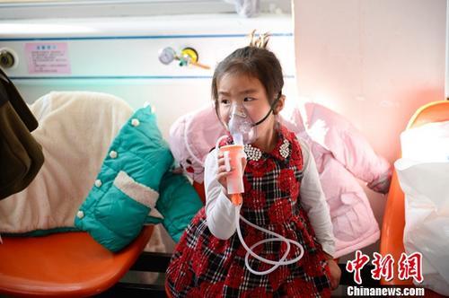 资料图:流感患儿。中新社记者 刘文华 摄