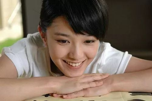 亚洲电影蜜桃_蜜桃说:歌手出身,却在电影里惊艳众人,努力改掉台湾腔