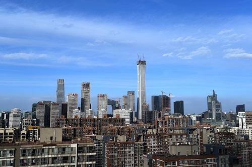 资料图:蓝天白云下的北京CBD 新华社记者罗晓光摄