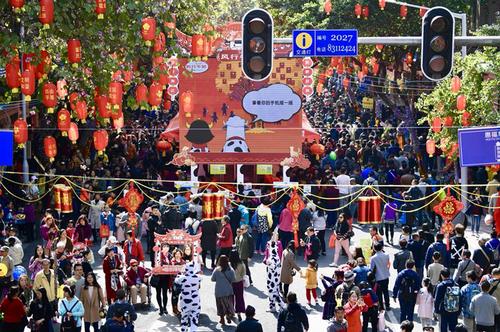 春节假期,众多游客选择到广州过年。王燕 摄