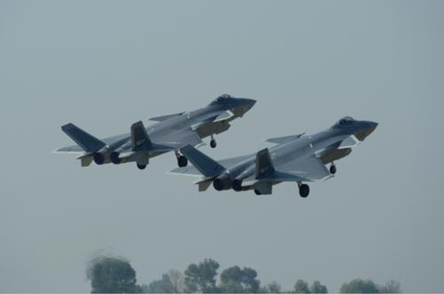 (J-20战机:猛龙出击 余红春摄)