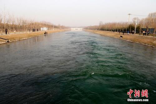 资料图:北京市南水北调中线一期工程通水。中新社发 李慧思 摄