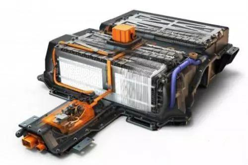 目前,电动汽车动力电池为锂离子电池,锂离子动力电池的性能对温度变化
