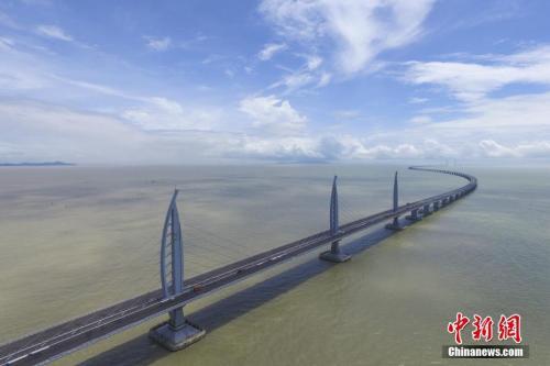 资料图:航拍港珠澳大桥。中新社记者 陈骥旻 摄