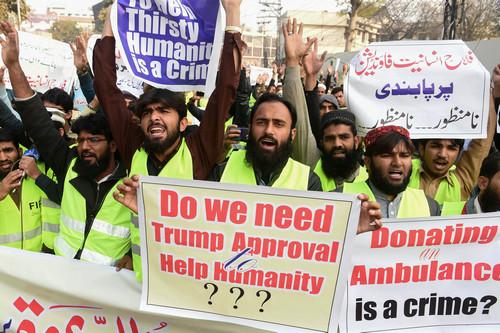 巴基斯坦民众2日在拉合尔举行反美抗议(法新社)