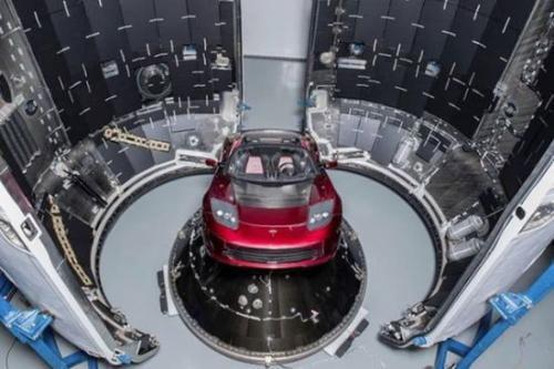 """""""重型猎鹰""""送跑车升空 SpaceX太空梦能否成真"""