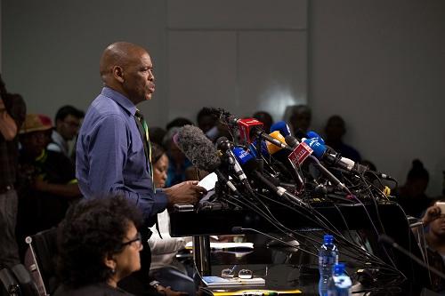 13日,非国大总书记马加舒尔在约翰内斯堡召开记者会。(路透社)