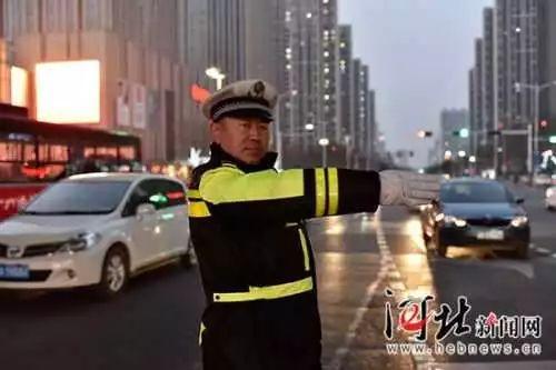 春节期间坚守第一线可敬的交警们(图片来源见水印)