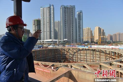 图为一在建房产项目。(资料图)中新社记者 张浪 摄