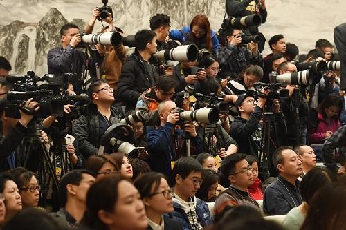 全球瞩目中国进入两会时间 关注度堪比十九大