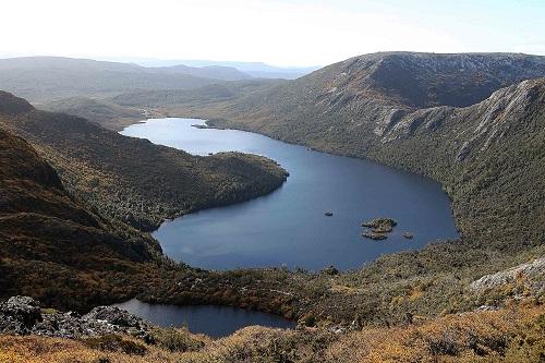 资料图片:这是2013年5月2日在澳大利亚塔斯马尼亚岛拍摄的摇篮山国家公园风光。新华社记者 徐俨俨 摄