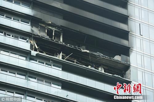 图为起火大楼。图片来源:视觉中国