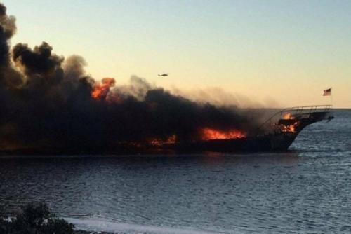 美国佛州赌场接驳船失火 乘客跳海逃生