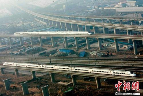 资料图:郑州至机场城际铁路开通运营。王中举 摄
