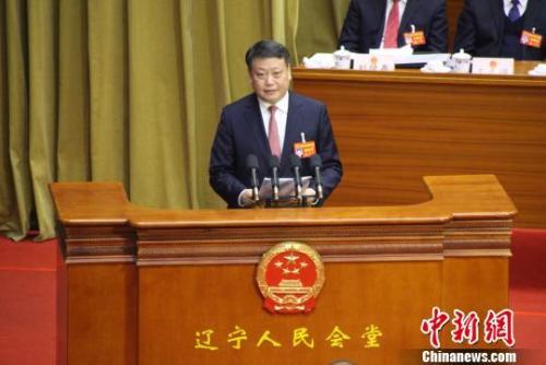 新当选的辽宁省省长唐一军做表态发言。 赵桂华 摄