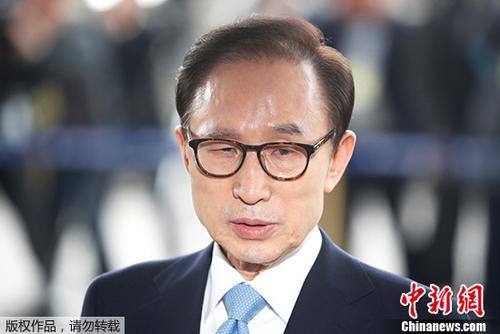资料图片:韩国前总统李明博。