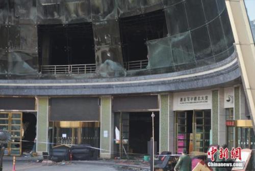 2月25日8时许,江西省南昌市红谷滩新区白金汇海航旅店二楼唱世界KTV产生火警。中新社记者 刘占昆 摄