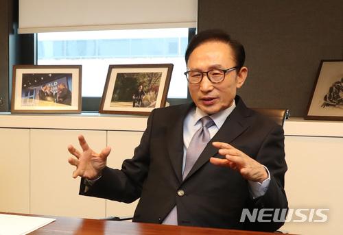 """李明博""""悬""""了?韩检方判定其为国情院受"""