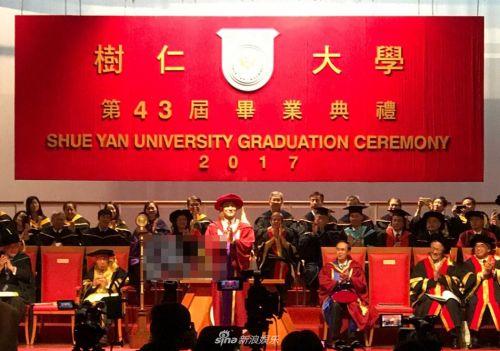 刘德华获颁授荣誉博士学位 坦言很紧张