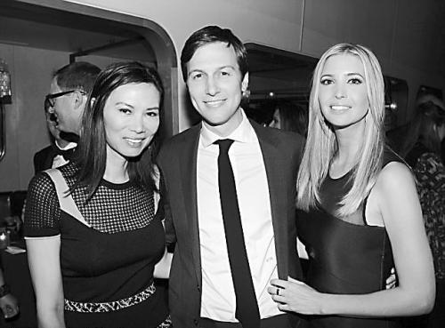 2014 年4 月,三人在纽约时尚活动上合影