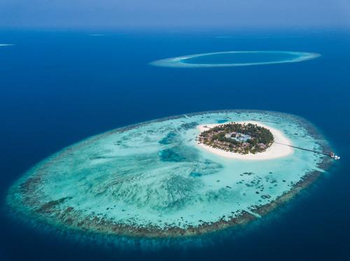 资料图片:马尔代夫瓦宾法鲁岛和附近的珊瑚礁(2017年12月6日摄)。新华社记者 宋为伟 摄