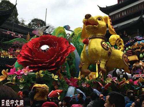 春节时期的上海豫园(《日本经济消息》网站)