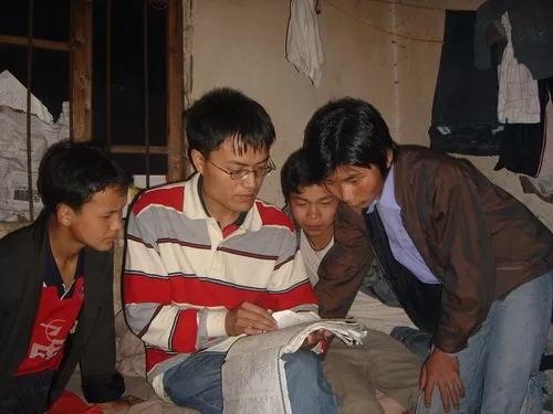 徐本禹最为知名的身份是2004感动中国年度人物,他在贵州大方县支教的故事几乎家喻户晓。