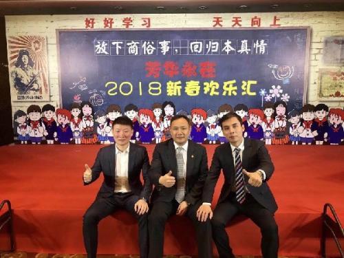 刘战伟(中)与互联网大咖李少杰(左)、媒体先锋人士张健(右)