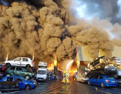 都柏林机场附近发生猛烈火灾 消防吁避开附近地区