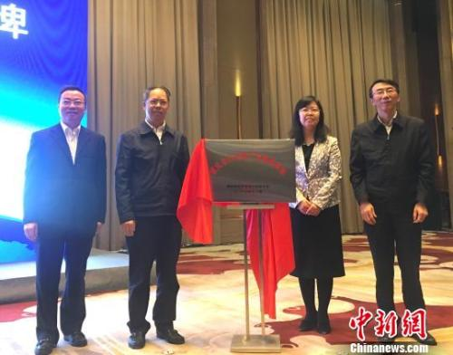 资料图:重庆市区块链产业创新基地揭牌。 刘贤 摄