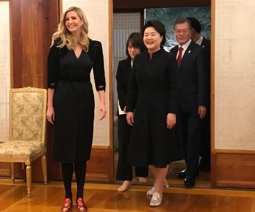 一双拖鞋现韩国差别对待:伊万卡笑了