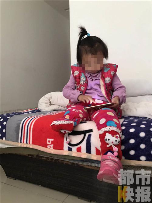 心酸!汉中一3岁女童路边出车祸右腿被截肢