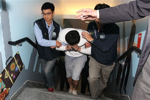 2018年1月5日晚间,韩国籍惯偷赵准基被驱逐。(图片来源:台媒)