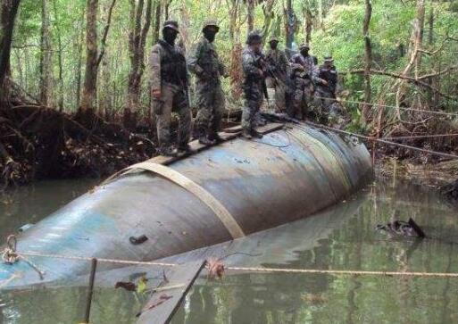 资料照片:厄瓜多尔执法部门截获的运毒潜艇。